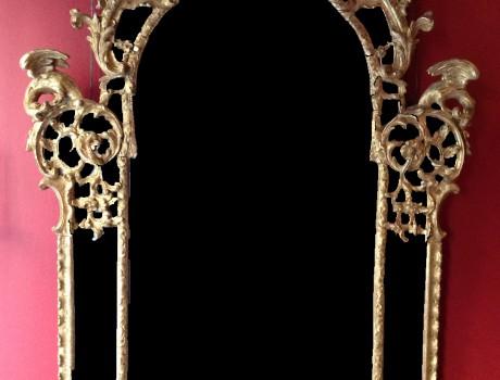 Miroir en bois sculpté et doré