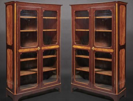 Exceptionnelle paire de vitrines estampillées Vassou
