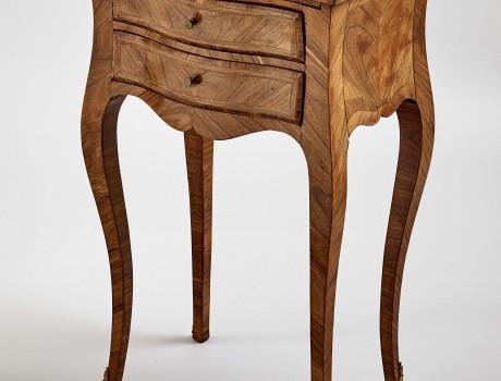 Petite table chiffonnière L.XV