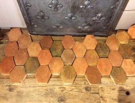 Bel ensemble de tomettes hexagonales XVIIe